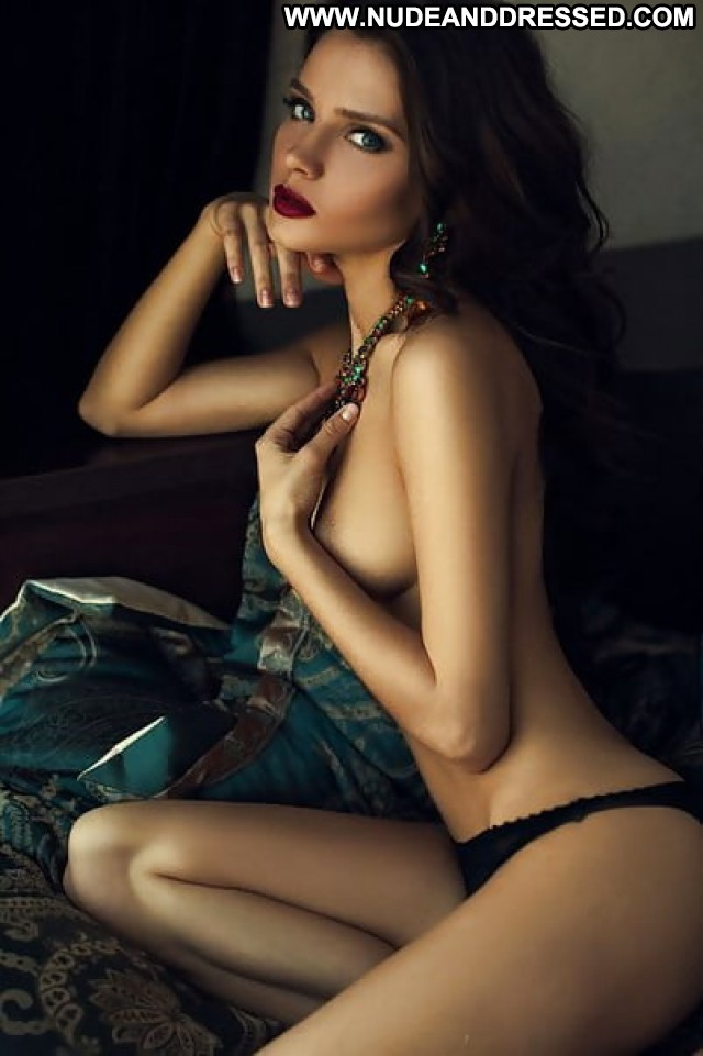 Alleen Dressed And Undressed Stolen Private Pics Amateur Porn